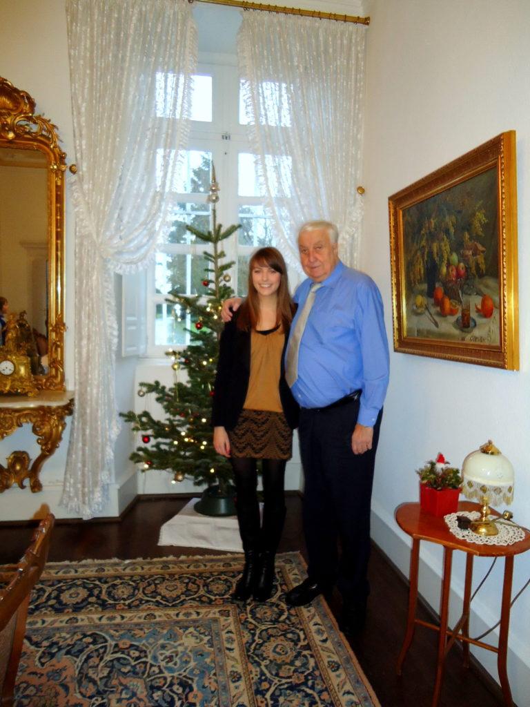 Wilfried Hilgert mit Enkeltochter Liza Kohl