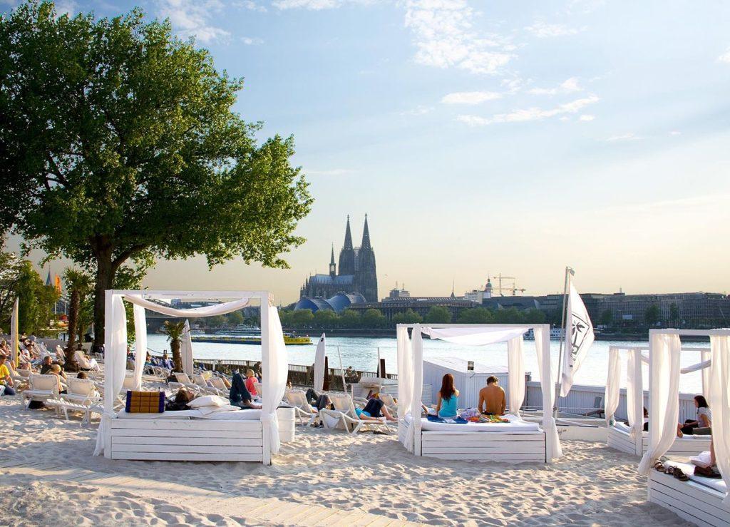 1280px-Km_689_Cologne_Beach_Club